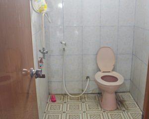 16_BRILLIANT_Tampak dalam kamar mandi cowok