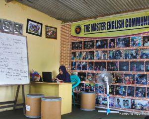 3_the master_tampak dalam kantor