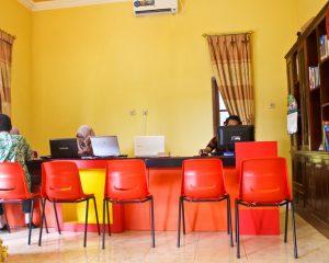 2_LC_Tampak dalam office